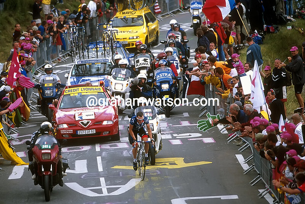 Lance Armstrong at Alpe d'Huez in the 2001 Tour de France