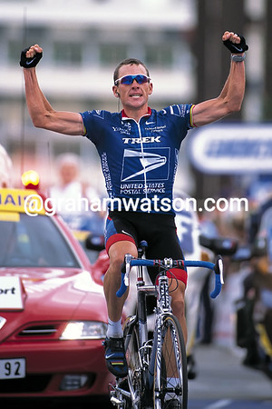 Lance Armstrong wins a stage of the 2001 Tour de France at Alpe d'Huez