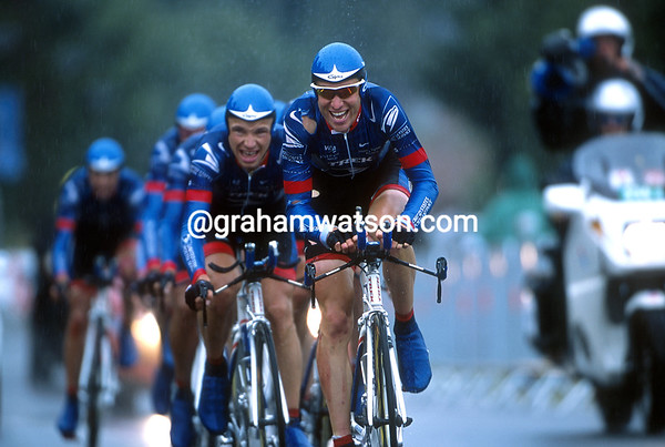 Christian Vande Velde leads the US Postal team time trial in the 2001 Tour de France