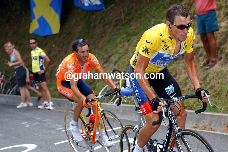 Lance Armstrong attacks Iban Mayo at Luz-Ardiden in the 2003 Tour de France