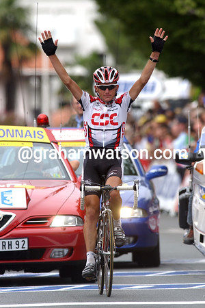 Tyler Hamilton wins a stage of the 2003 Tour de France in Biarritz