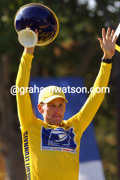 Lance Armstrong celebrates winning the 2004 Tour de France