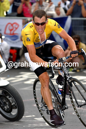 Lance Armstrong on stage 16 of the 2004 Tour at Alpe d'Huez