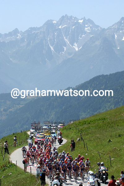 The 2004 Tour de France climbs the Col de la Madeleine