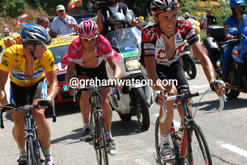 Ivan Basso leads Lance Armstrong and Jan Ullrich in the 2005 Tour de France