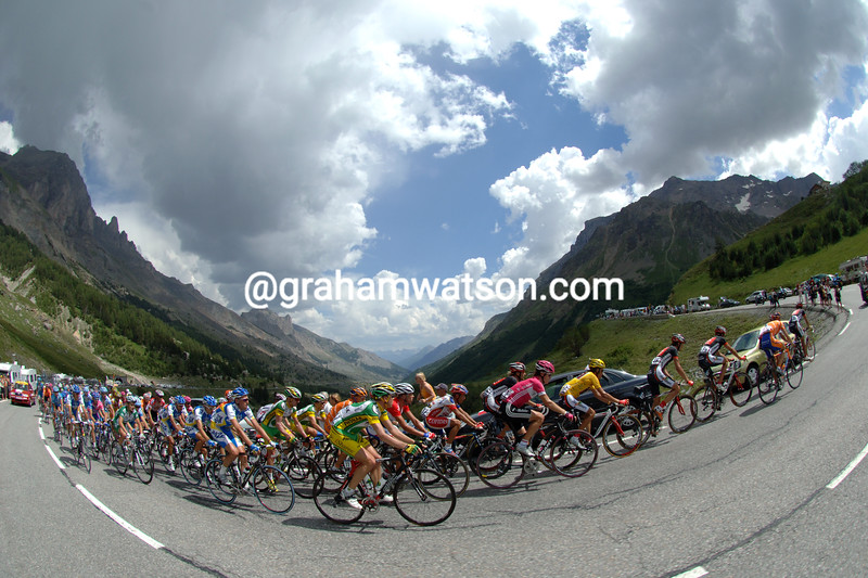 The peloton climbs the Col du Galibier in the 2006 Tour de France