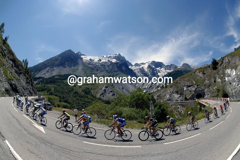 The peloton climbs the Col de Lautaret in the 2006 Tour de France