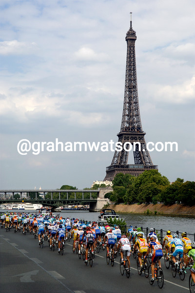 The 2006 Tour de France arrives at the Eiffel Tower in Paris on the final stage