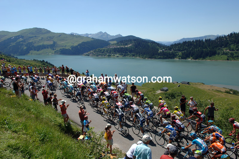 The peloton climbs the Cormet de Roseland on a stage of the 2007 Tour de France
