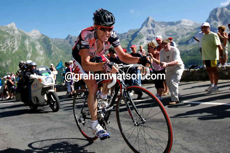 CADEL EVANS ON STAGE SIXTEEN OF THE 2007 TOUR DE FRANCE