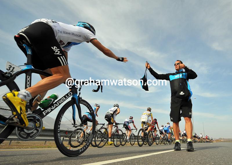 Edvald Boasson-Hagen reaches out for a SKY feed-bag...
