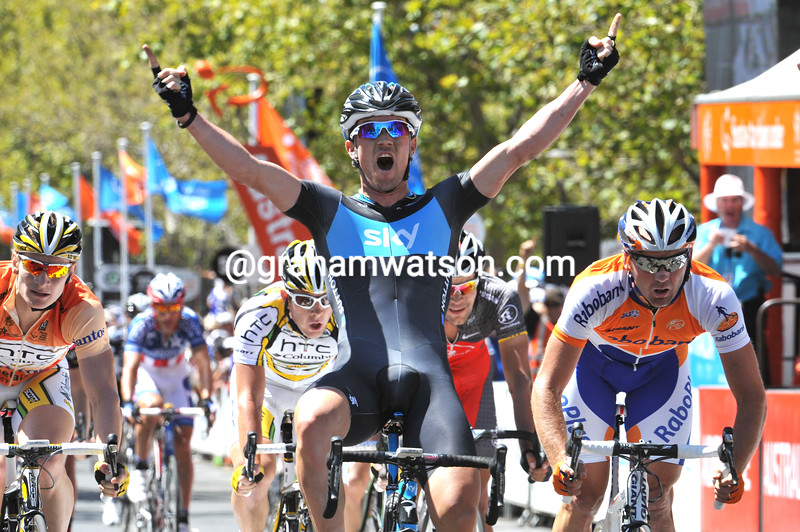 Chris Sutton wins stage six of the 2010 Tour Down Under