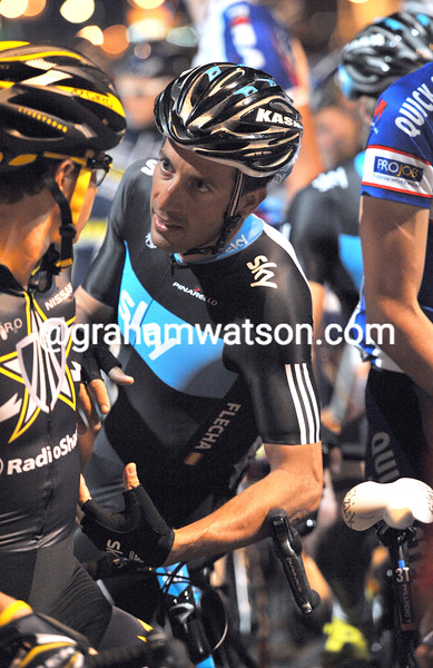 There's a few nerves at the start of a night time stage of the Tour of Oman - Juan Antonio Flecha