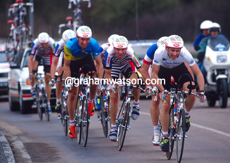 Tony Rominger leads the Toshiba team in the 1992 Paris-Nice