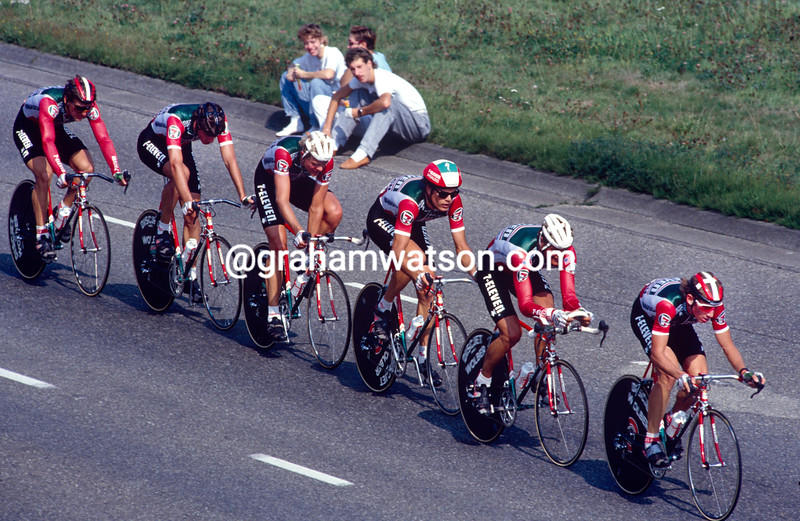 The 7 Eleven team is led in the 1990 G.P Liberation by Brian Wilson