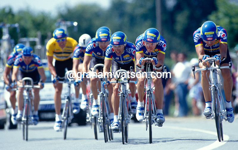 The Histor-Panasonic team is led by Viatcheslav Ekimov in the 1993 Tour de France