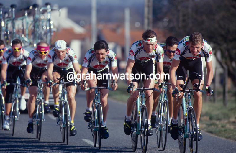 The MG-GB team is led in the 1993 Paris-Nice by Wilfried Peeters and Johan Museeuw