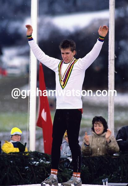 Thomas Frischknecht wins the World Junior Cyclo-Cross championship in 1988