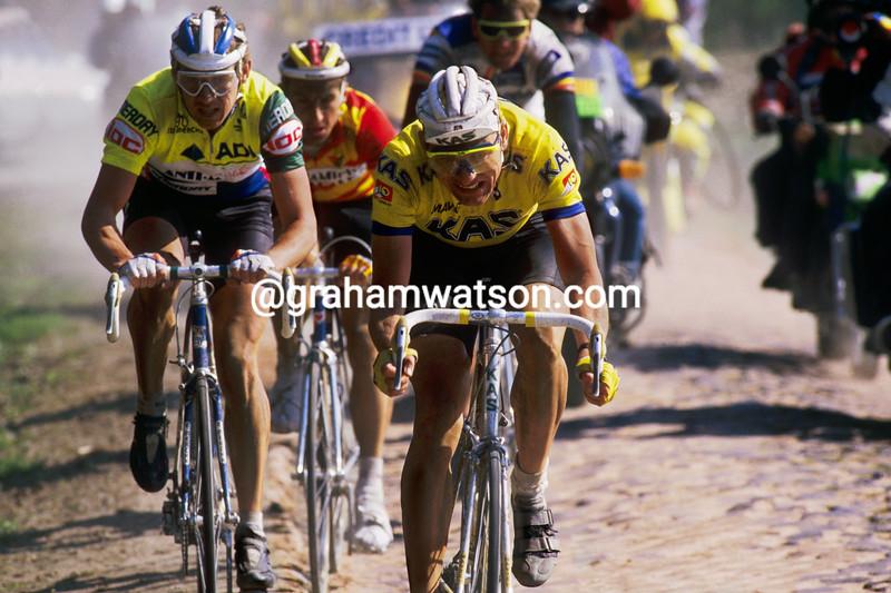 Thomas Wegmuller leads Dirk DeMol in the 1988 Paris-Roubaix