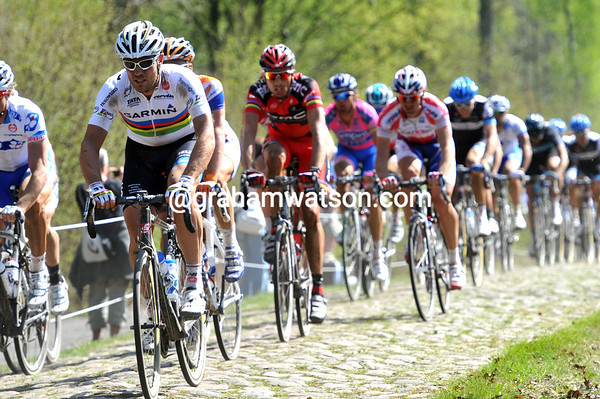 THOR HUSHOVD CHASES IN PARIS-ROUBAIX