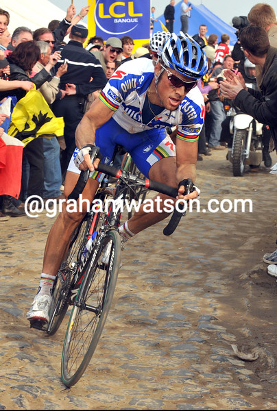 TOM BOONEN ATTACKS IN THE 2009 PARIS-ROUBAIX
