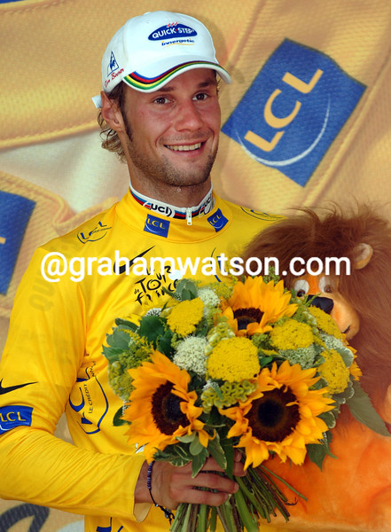 TOM BOONEN TAKES THE YELLOW JERSEY AFTER STAGE THREE OF THE 2006 TOUR DE FRANCE