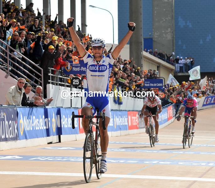 TOM BOONEN WINS THE 2008 PARIS-ROUBAIX