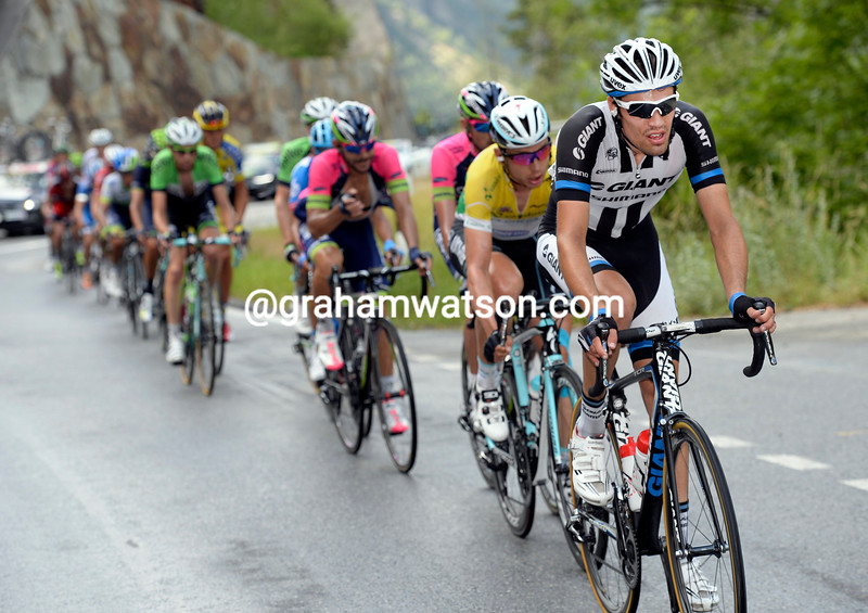 Tom Dumoulin chases in the 2014 Tour de Suisse