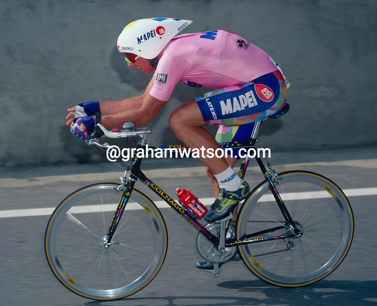 Tony Rominger on a stage of the 1995 Giro d'Italia
