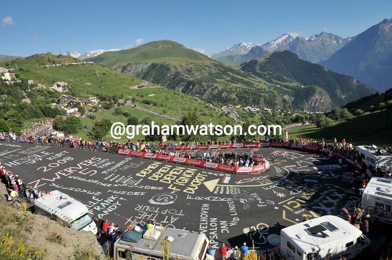 The 2008 Tour de France climbs to Alpe d'Huez
