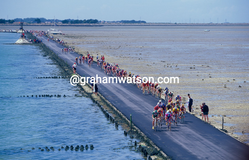 The 1999 Tour de France crosses the Passage du Gois