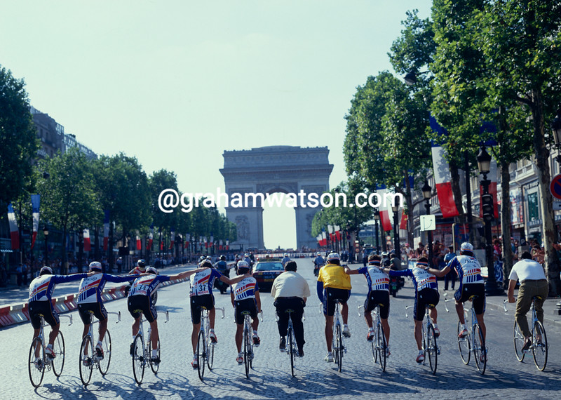 The Banesto team in the Tour de France in Paris in 1993