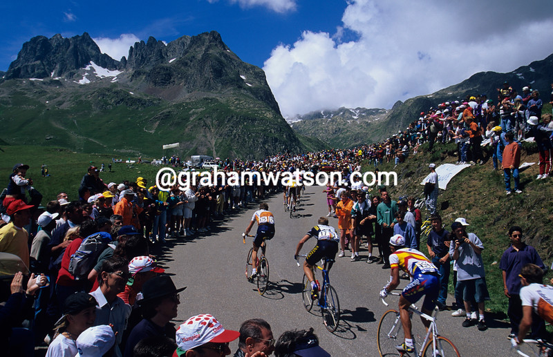 The peloton on the Col de Glandon in the 1997 Tour de France
