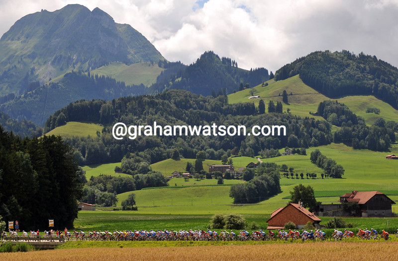 THE PELOTON IN SWITZERLAND ON STAGE FIFTEEN OF THE 2009 TOUR DE FRANCE