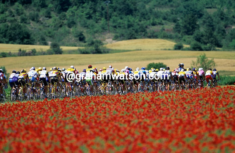 The 1996 Tour de France heads towards Valence