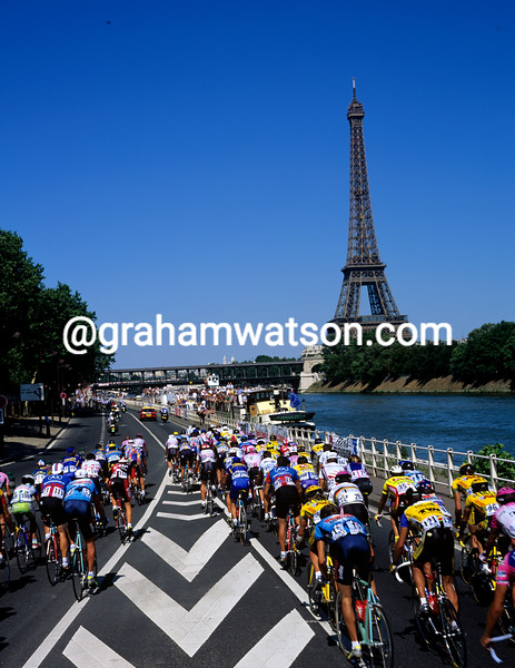 Cyclists enter Paris in the 1996 Tour de France