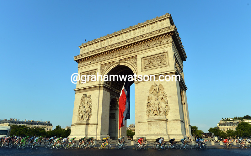 Arc de Triomphe, Paris, 2013.jpg