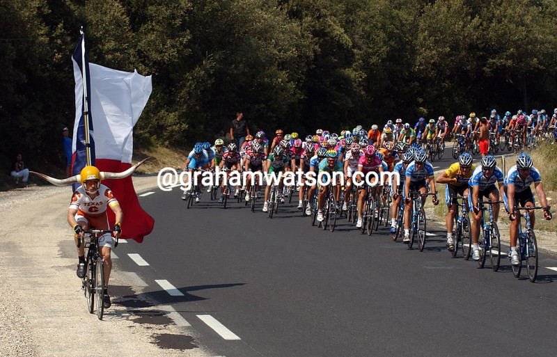 A Texan fan follows the 2005 Tour de France