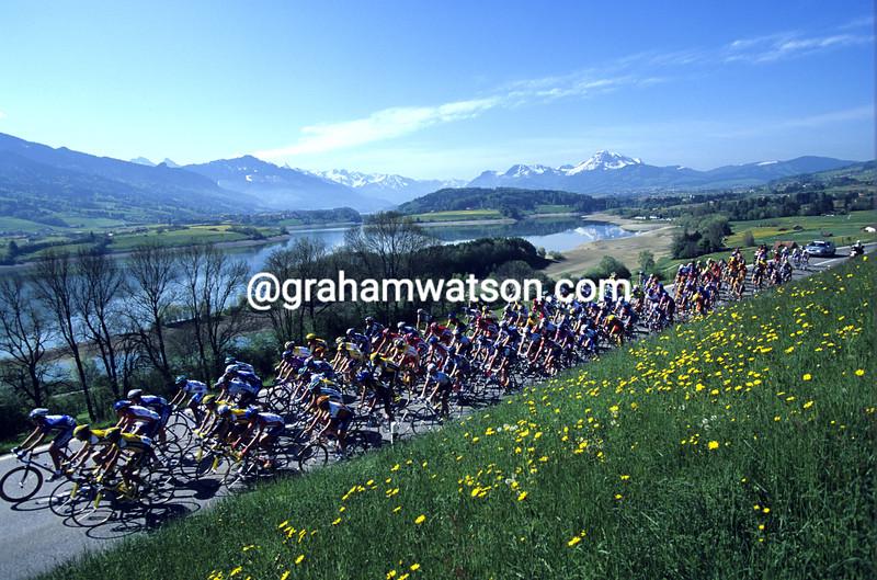 Cyclists in the 2002 Tour de Romandie