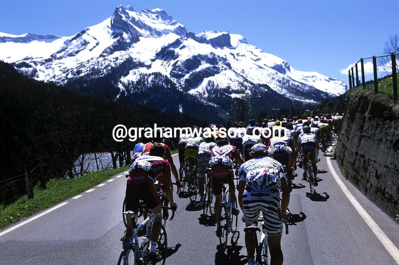 Cyclists climb in the 2003 Tour de Romandie