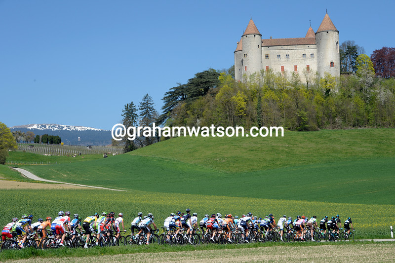The peloton on stage two of the 2013 Tour of Romandy