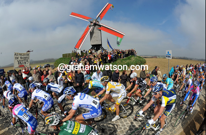 THE PEOTON PASSES A WINDMILL IN THE 2009 TOUR OF FLANDERS IN BRUGES