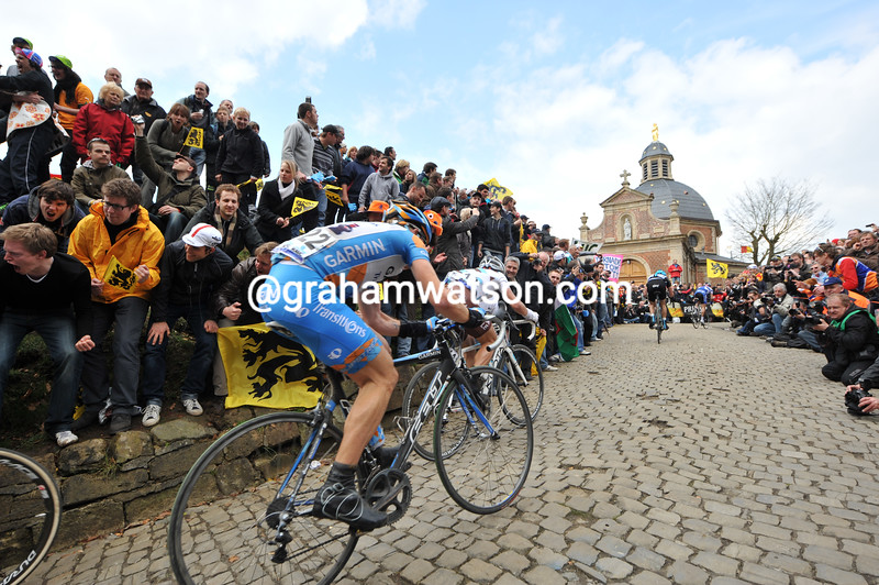 Cyclists on the Mur de Grammont in the 2010 Tour of Flanders.jpg