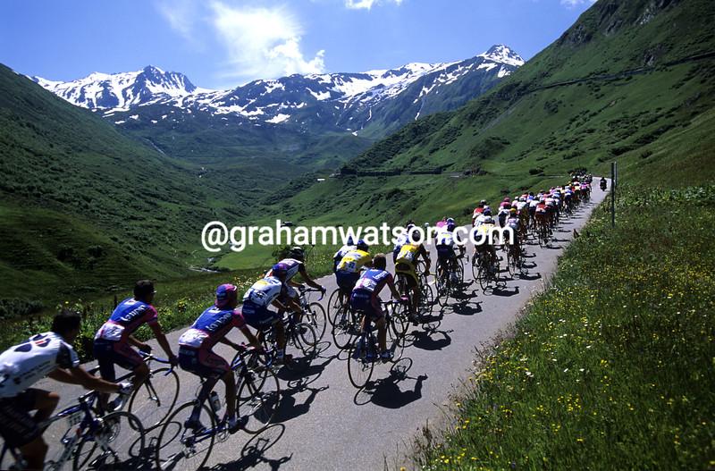 The peloton in the Tour de Suisse