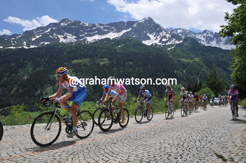 CYCLISTS CLIMB THE ST GOTTHARD PASS IN THE 2009 TOUR DE SUISSE