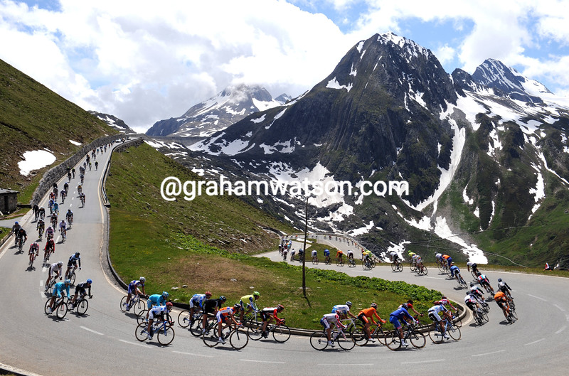 THE PELOTON ON STAGE TWO OF THE 2011 TOUR DE SUISSE