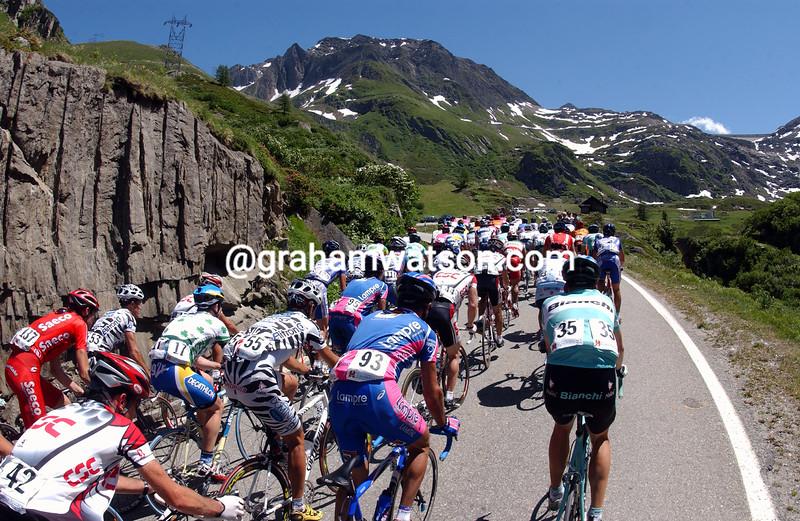 The 2003 Tour de Suisse climbs the Nufenenpass