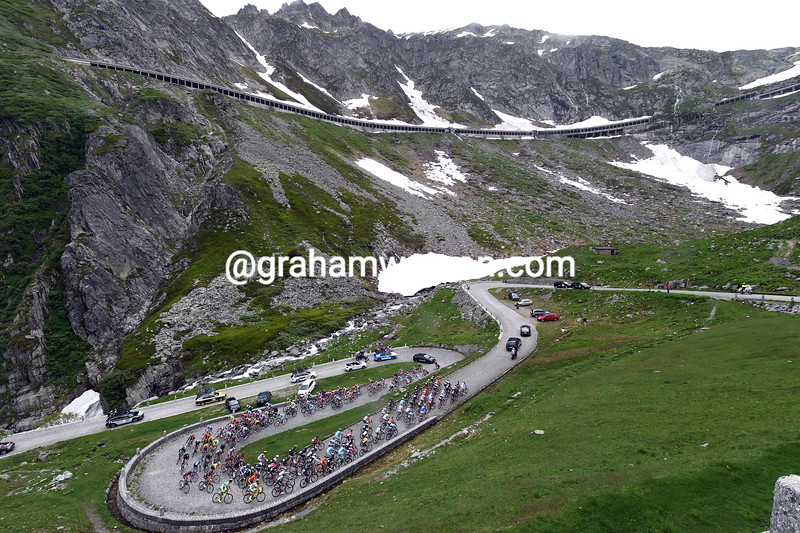 The peloton on Stage three of the 2015 Tour de Suisse