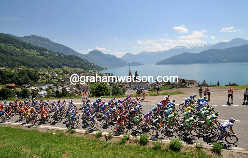The peloton skirts Lake Lucerne on stage nine of the 2008 Tour of Switzerland