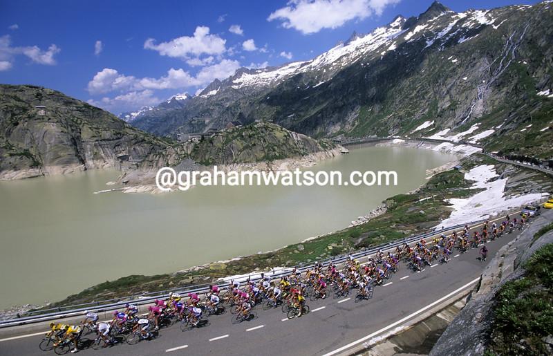 The peloton climbs the Grimsel Pass in the Tour de Suisse